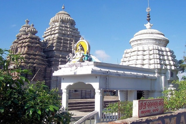 White painted beautiful Dhabaleswar temple is one of the best places to visit in Cuttack