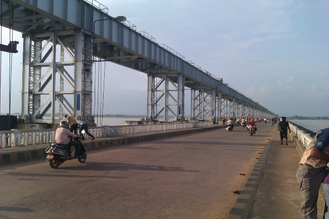 Iron structure of Mahanadi bridge attracts a lot of tourists in Cuttack